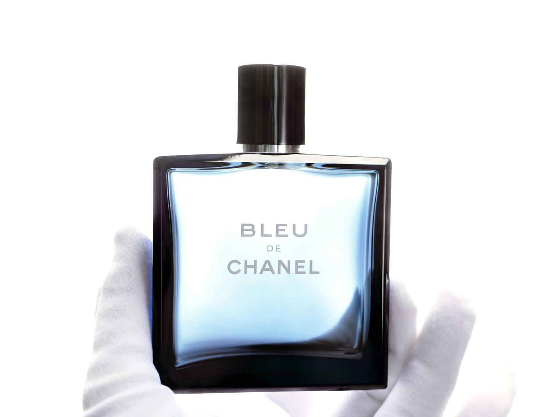 French Photographer Making of Packshot Perfume Bottle Bleu de Chanel