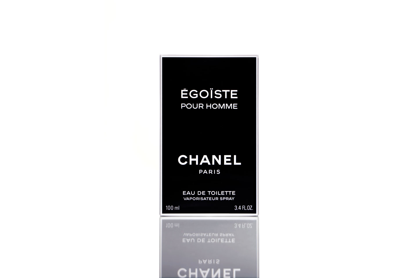 French Photographer Paris Studio Packshot Packaging Égoiste Chanel