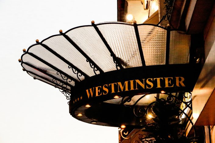 French Photographer Street Photography Westminster Hotel / Entrance canopy